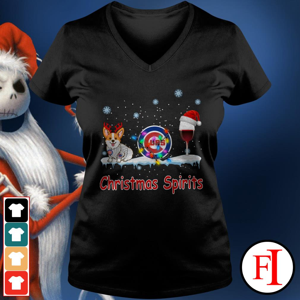 Christmas Spirit Chicago Cubs Corgi V-neck t-shirt