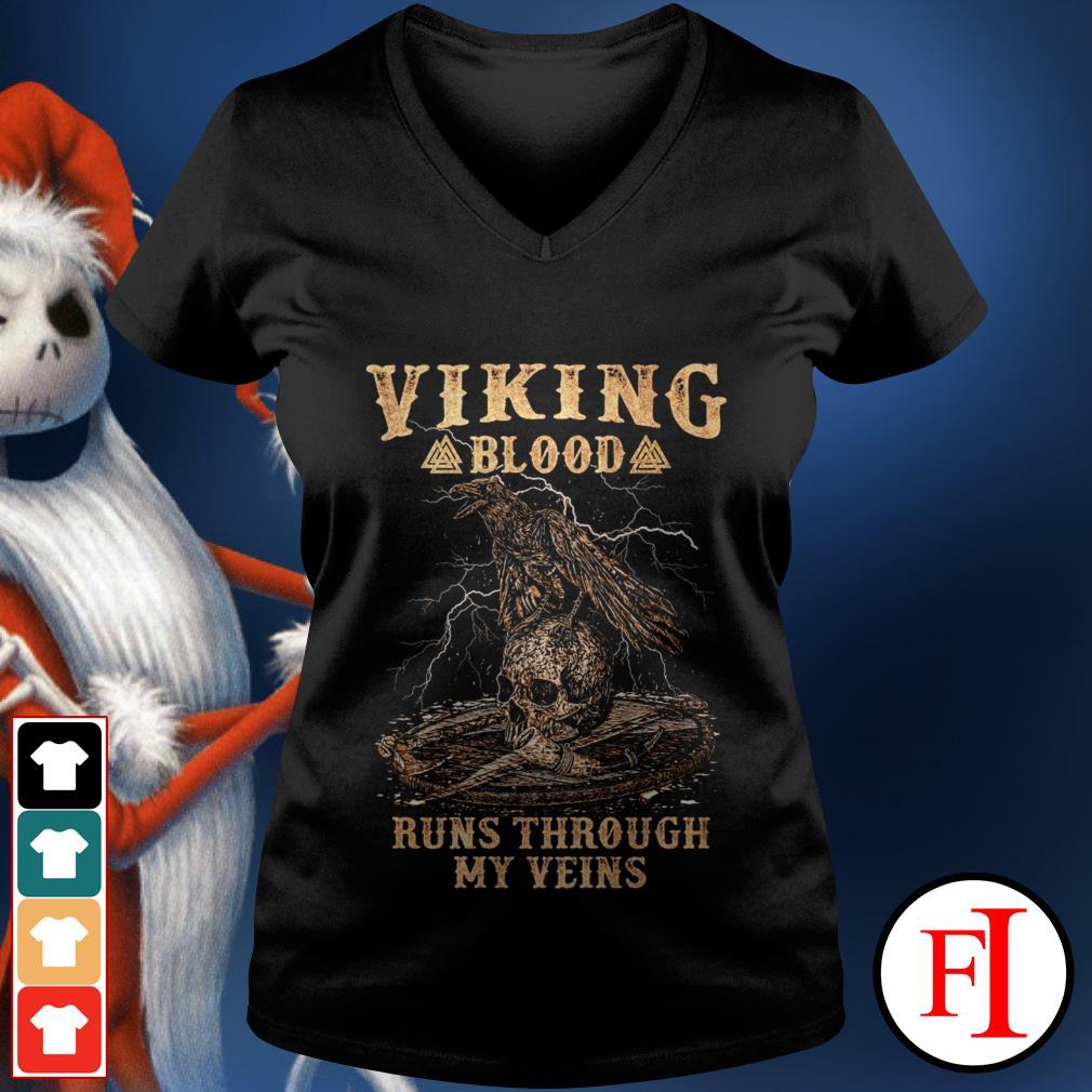 Skull viking blood runs through my veins best black V-neck t-shirt